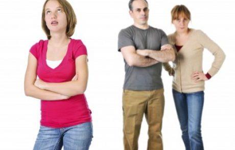 איך להתמודד עם נער או נערה עם אקנה – תשע עיצות חשובות להורים